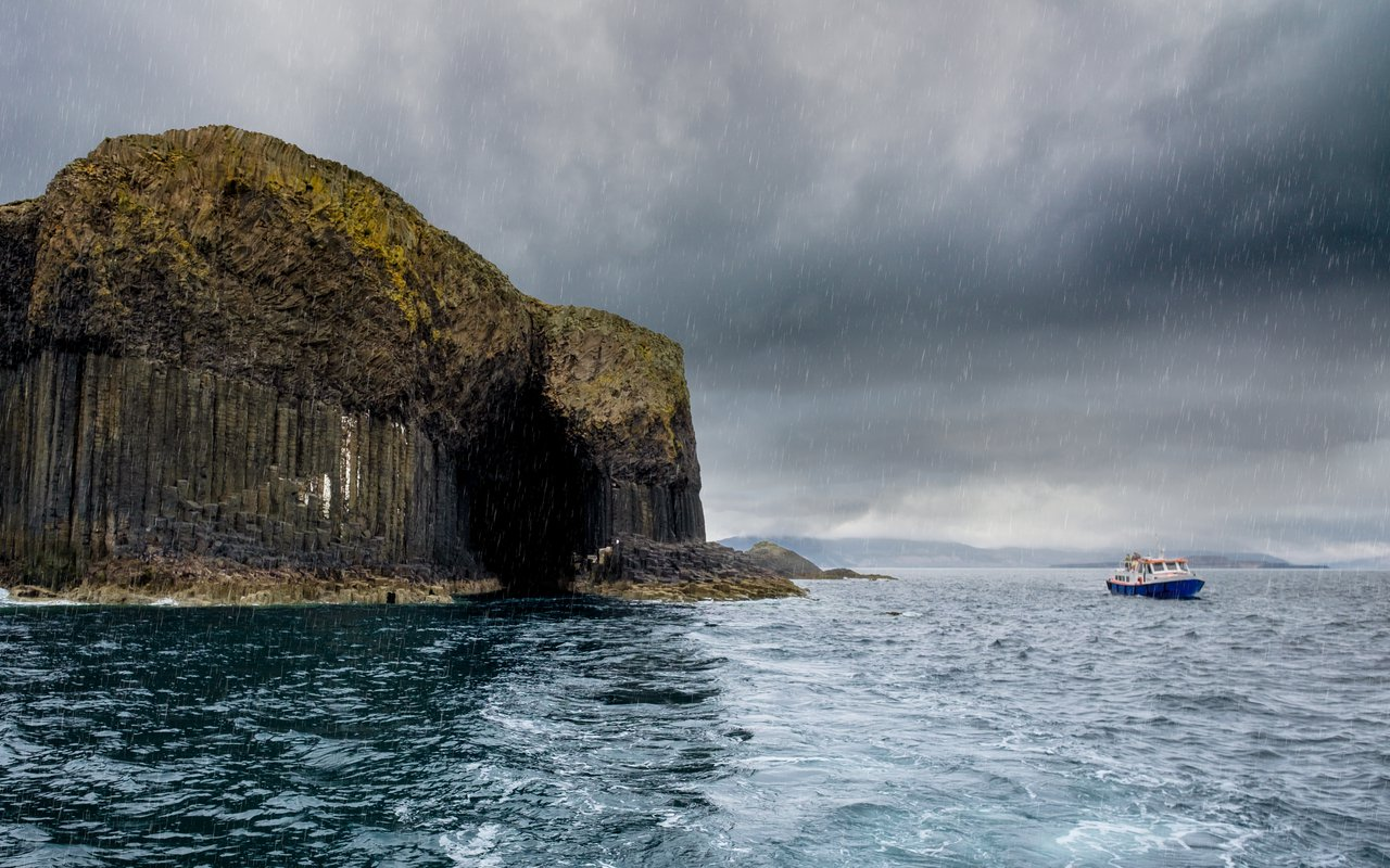 AWAYN IMAGE The Spectacular Charm of Fingal's Cave