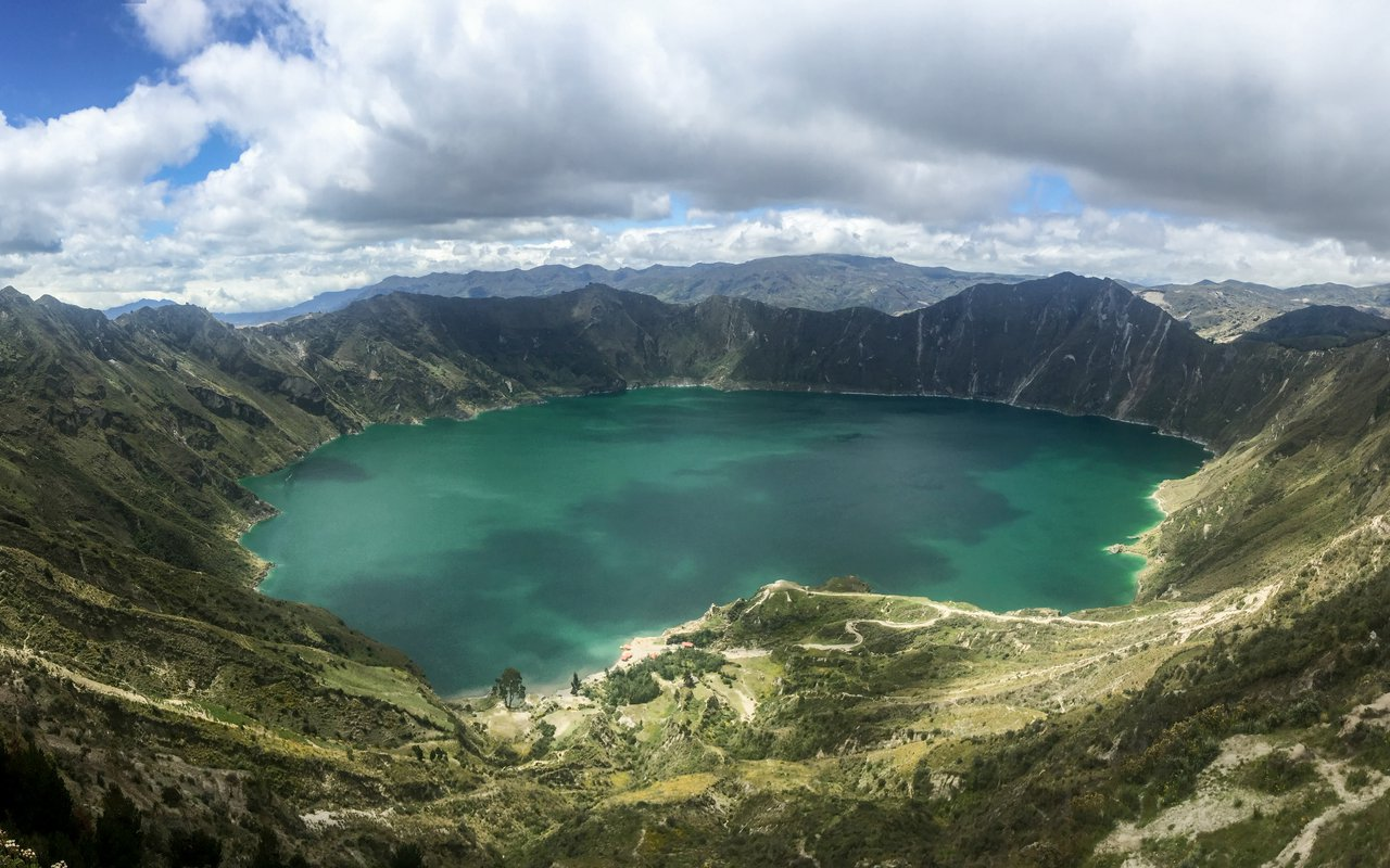 AWAYN IMAGE Laguna Quilotoa