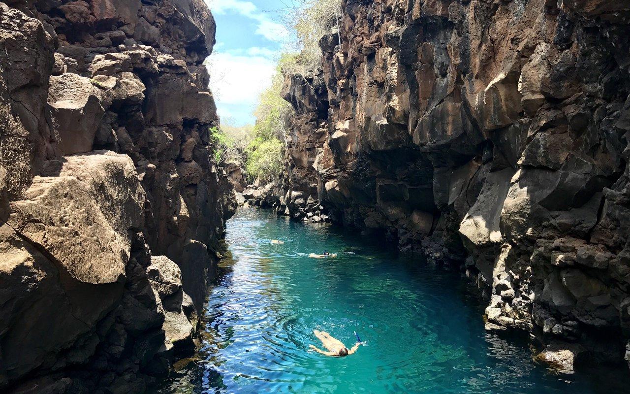 AWAYN IMAGE Cliff jumping in Las Grietas