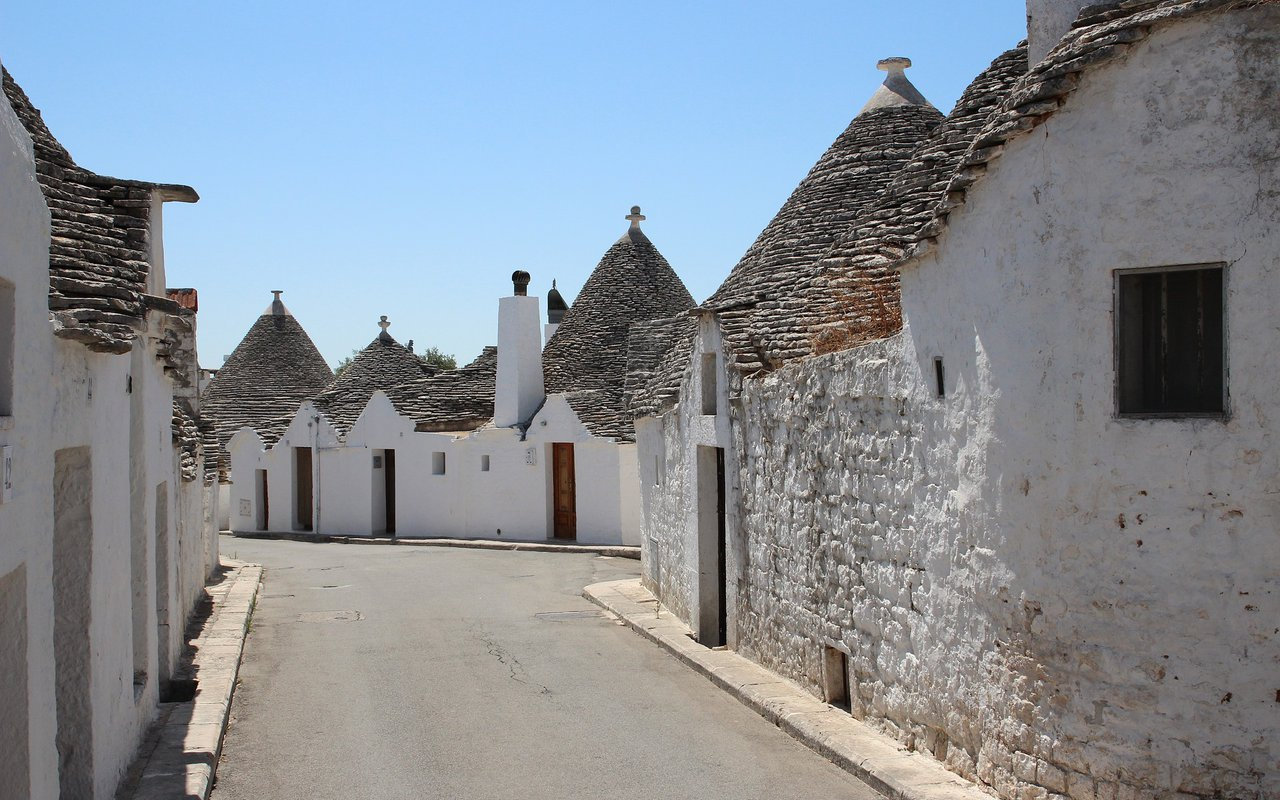 AWAYN IMAGE Explore around I Trulli di Alberobello - World Heritage Site