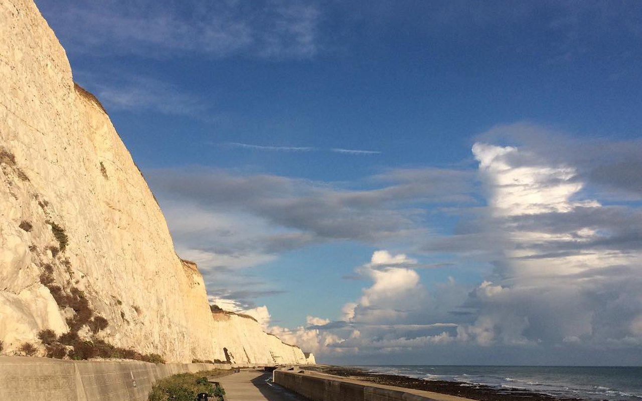AWAYN IMAGE Cycling trip to Undercliff Walk