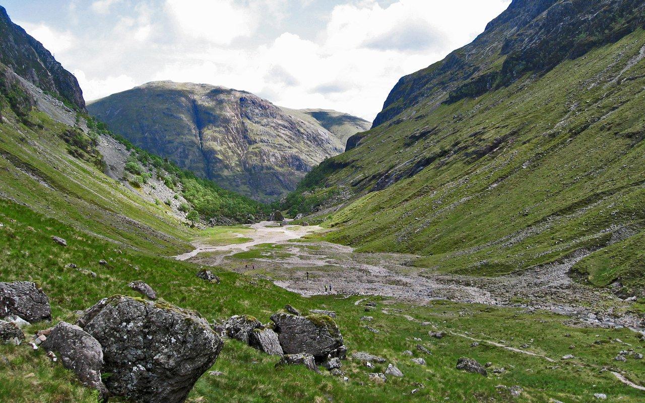 AWAYN IMAGE Aonach Eagach Ridge