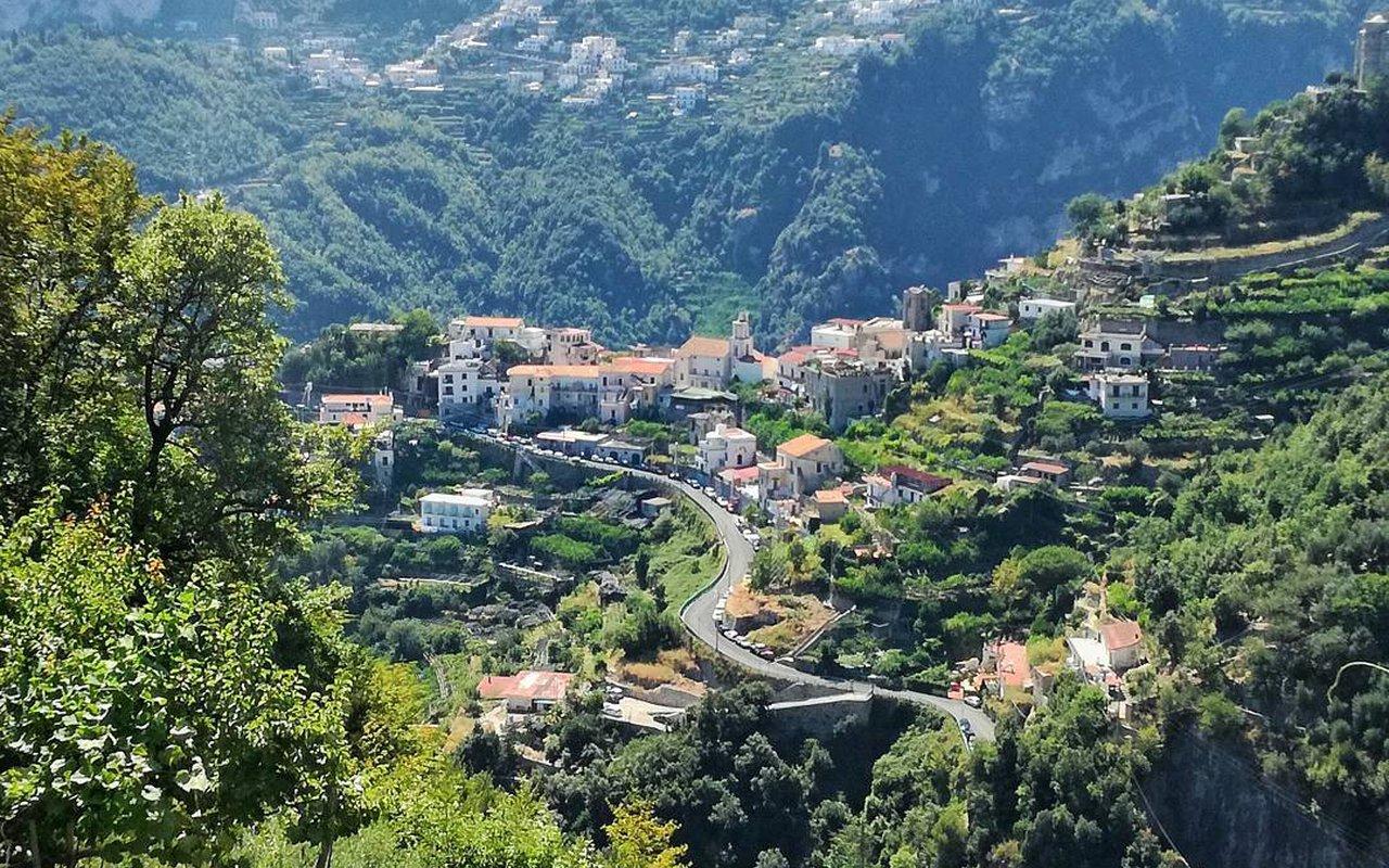 AWAYN IMAGE Valle delle Ferriere Salita per Pontone