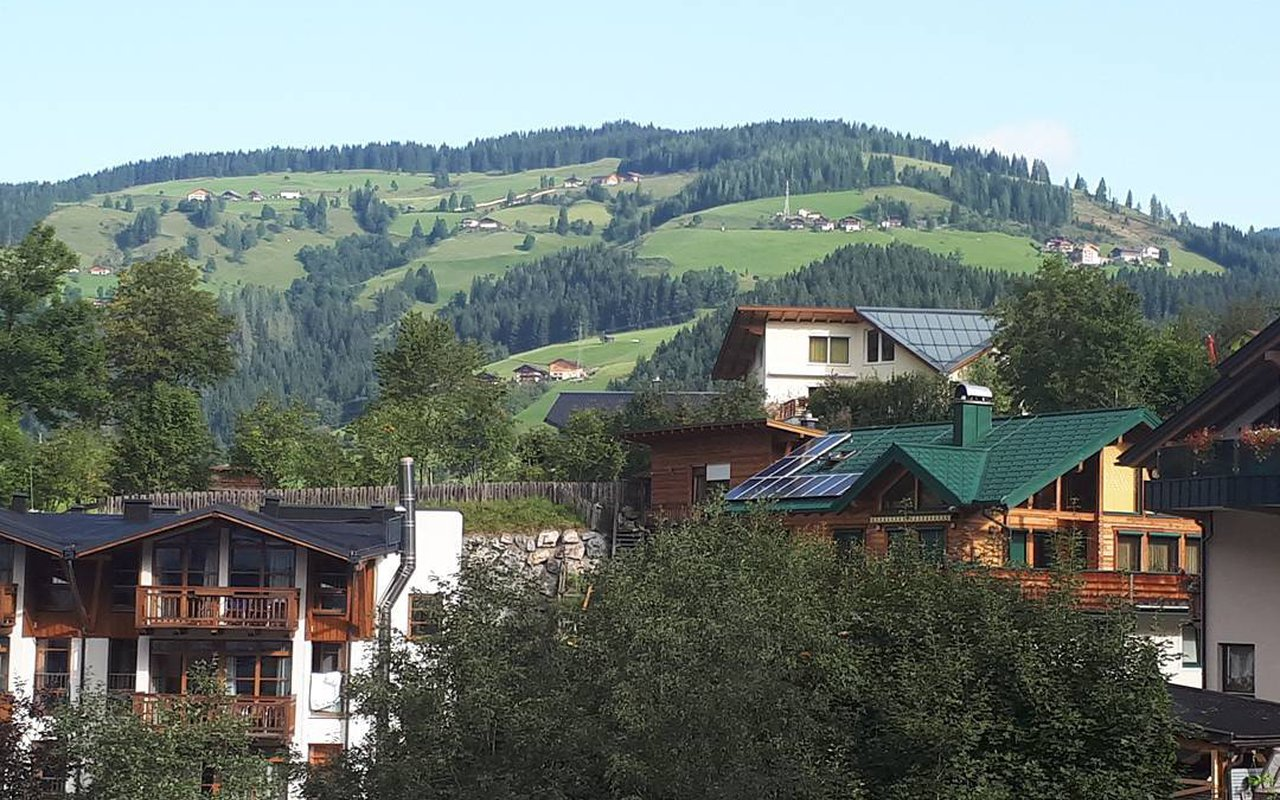 AWAYN IMAGE Sporthotel Wagrain Goldegg Village Trail Hike