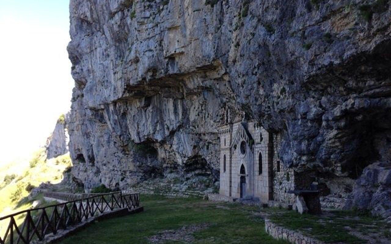 AWAYN IMAGE Hike to Parco Naturale dei Monti Aurunci
