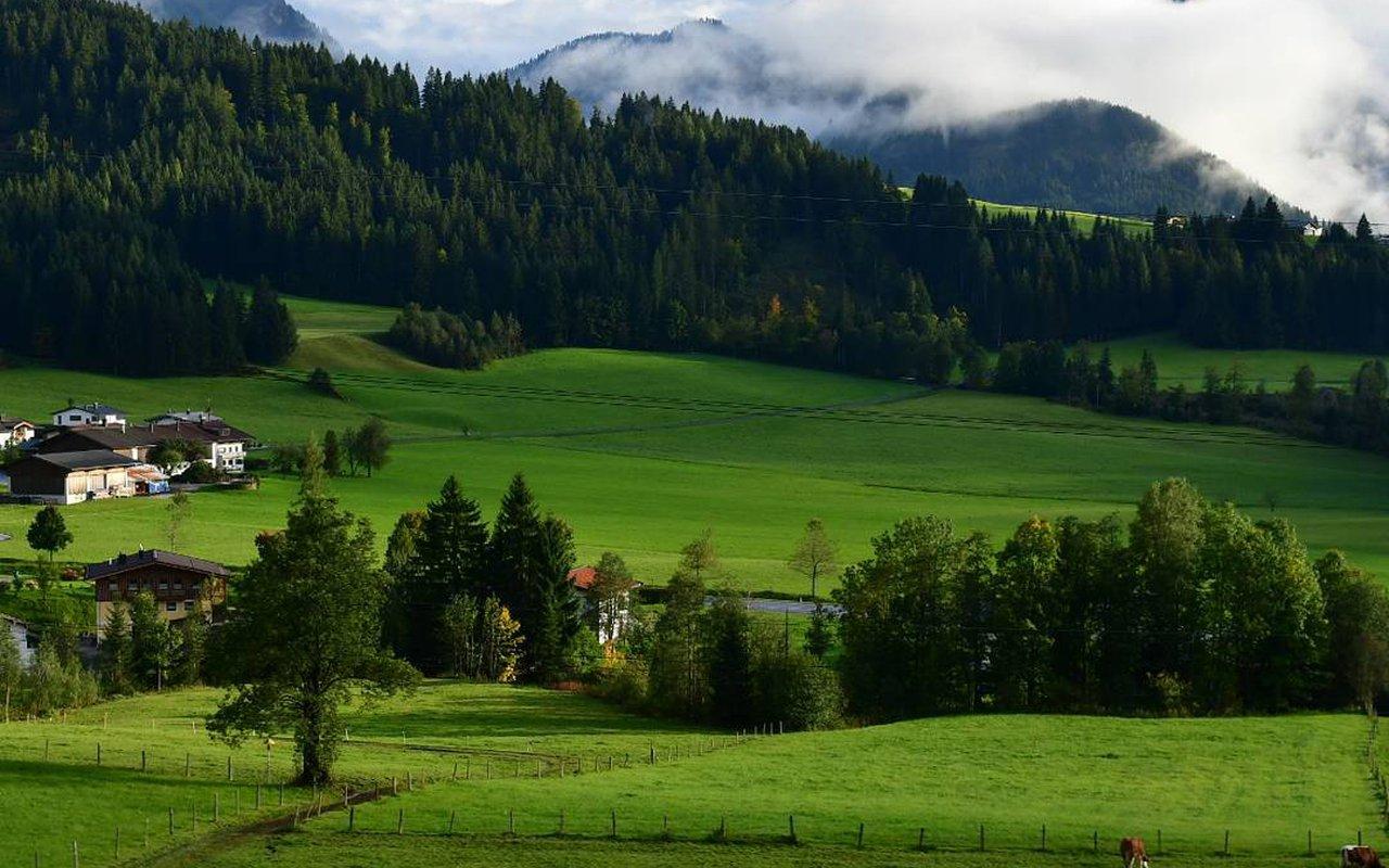 AWAYN IMAGE Stadtberge Trail hike