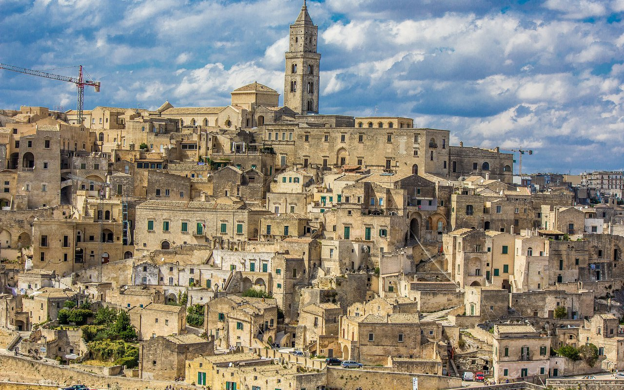 AWAYN IMAGE Walk around the streest of Sassi di Matera