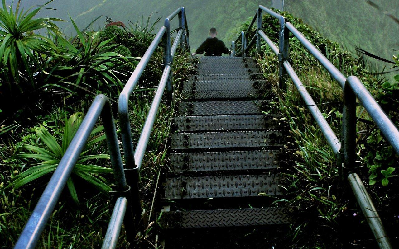 AWAYN IMAGE Haiku Stairs , Kaneohe