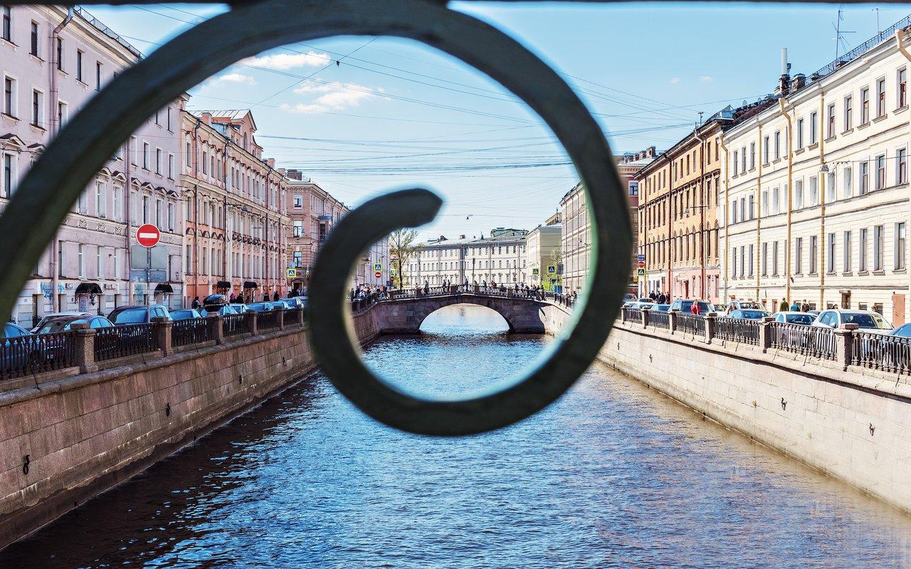 AWAYN IMAGE Walk along the Griboyedov Bank