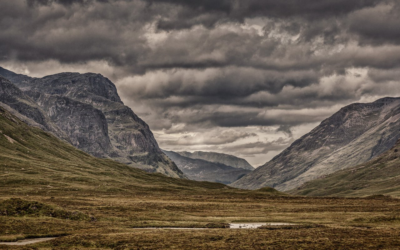 AWAYN IMAGE Scotland Isle of Skye Hiking