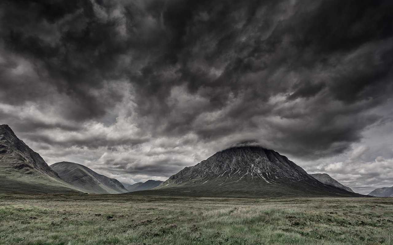 AWAYN IMAGE Scotland Isle of Skye Hiking