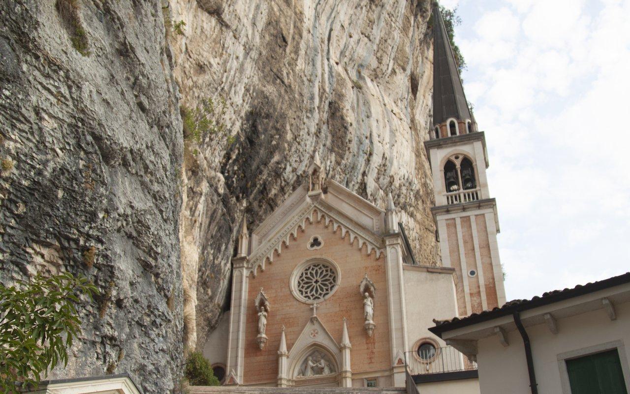 AWAYN IMAGE Santuario Madonna della Corona
