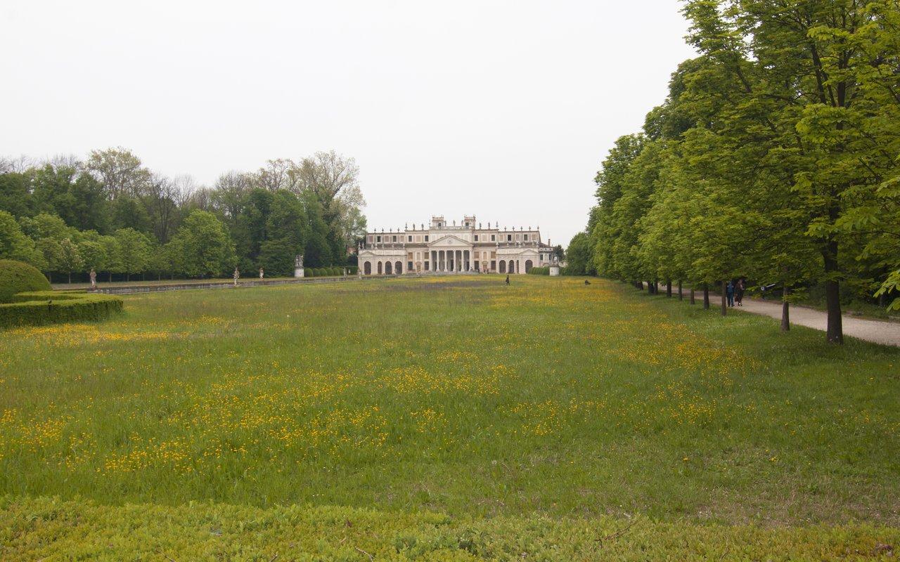 AWAYN IMAGE Lose Yourself in the Garden Maze of Villa Pisani