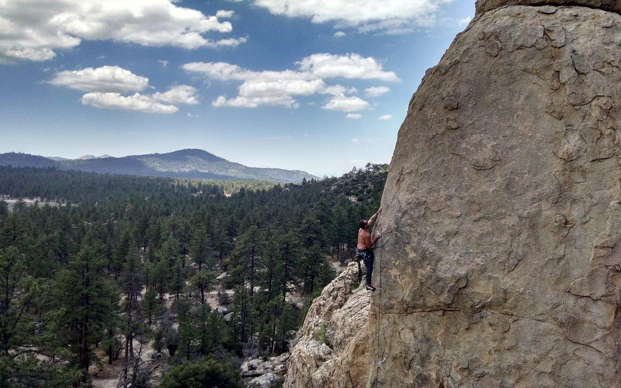 AWAYN IMAGE Rock Climbing in Coyote Crag