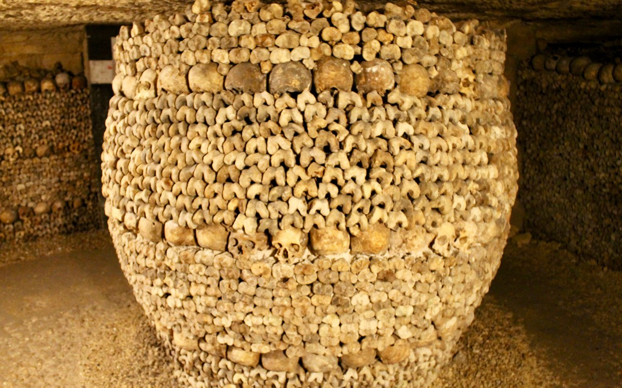 AWAYN IMAGE Explore The Catacombs, Paris
