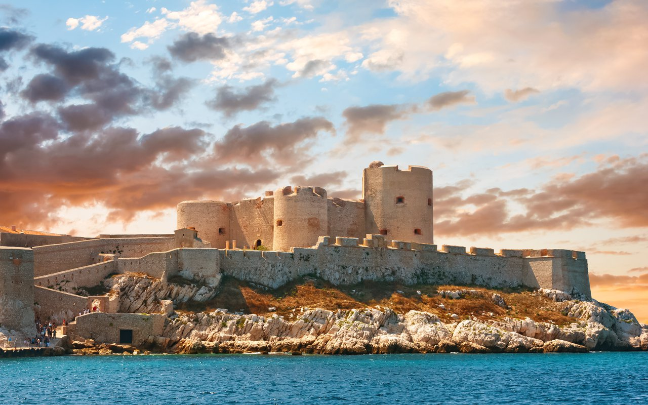 AWAYN IMAGE Explore the enchanting Château d'If, Marseille