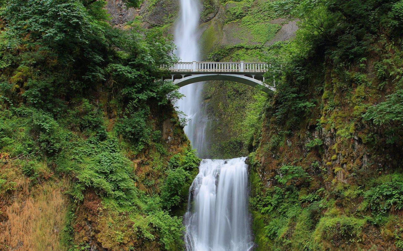 AWAYN IMAGE Multnomah Falls