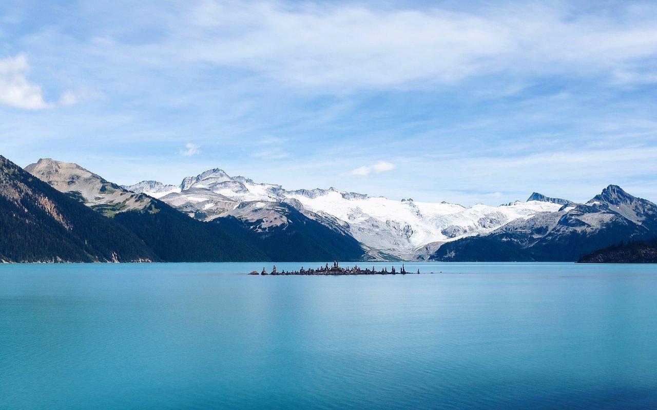 AWAYN IMAGE Garibaldi Lake Trail at Garibaldi Lake