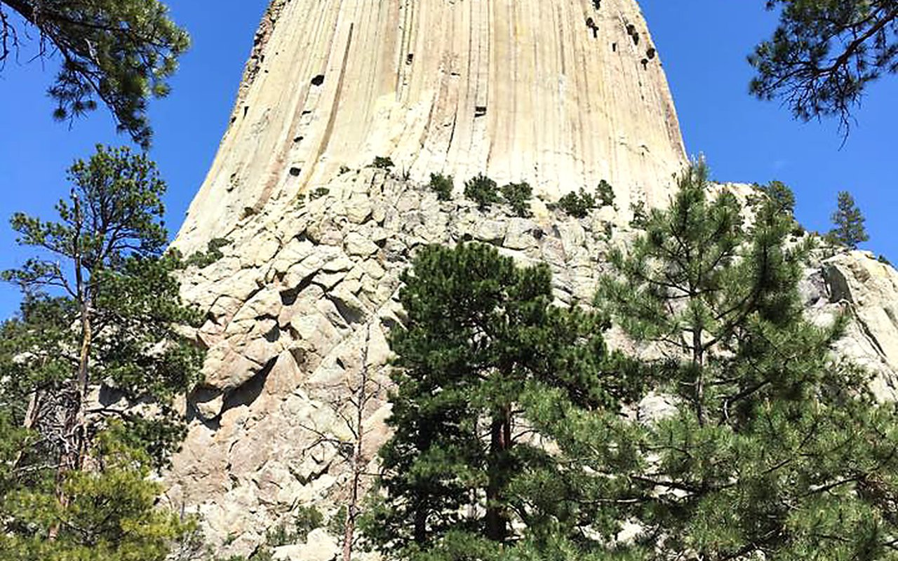 AWAYN IMAGE Devils Tower National Monument: Hiking Session