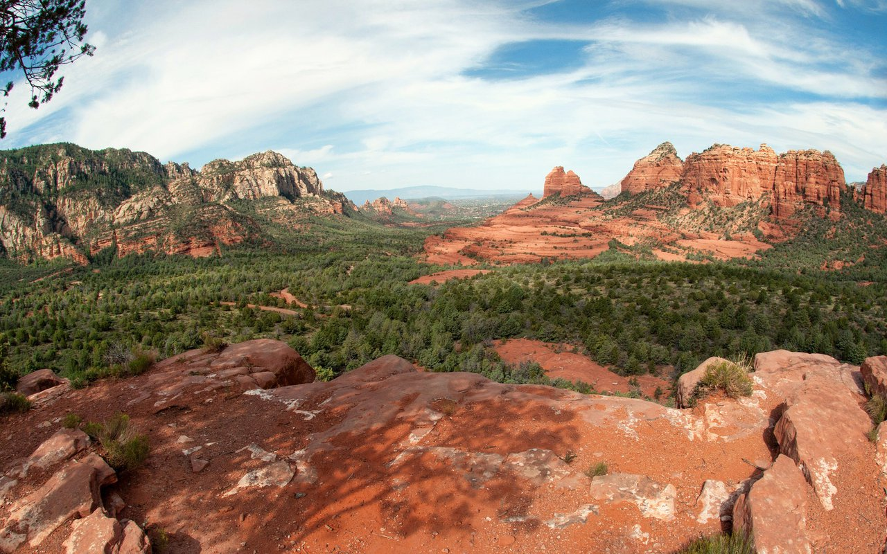 AWAYN IMAGE Hiking at Loy Butte and Red Dark mountain of Sedona