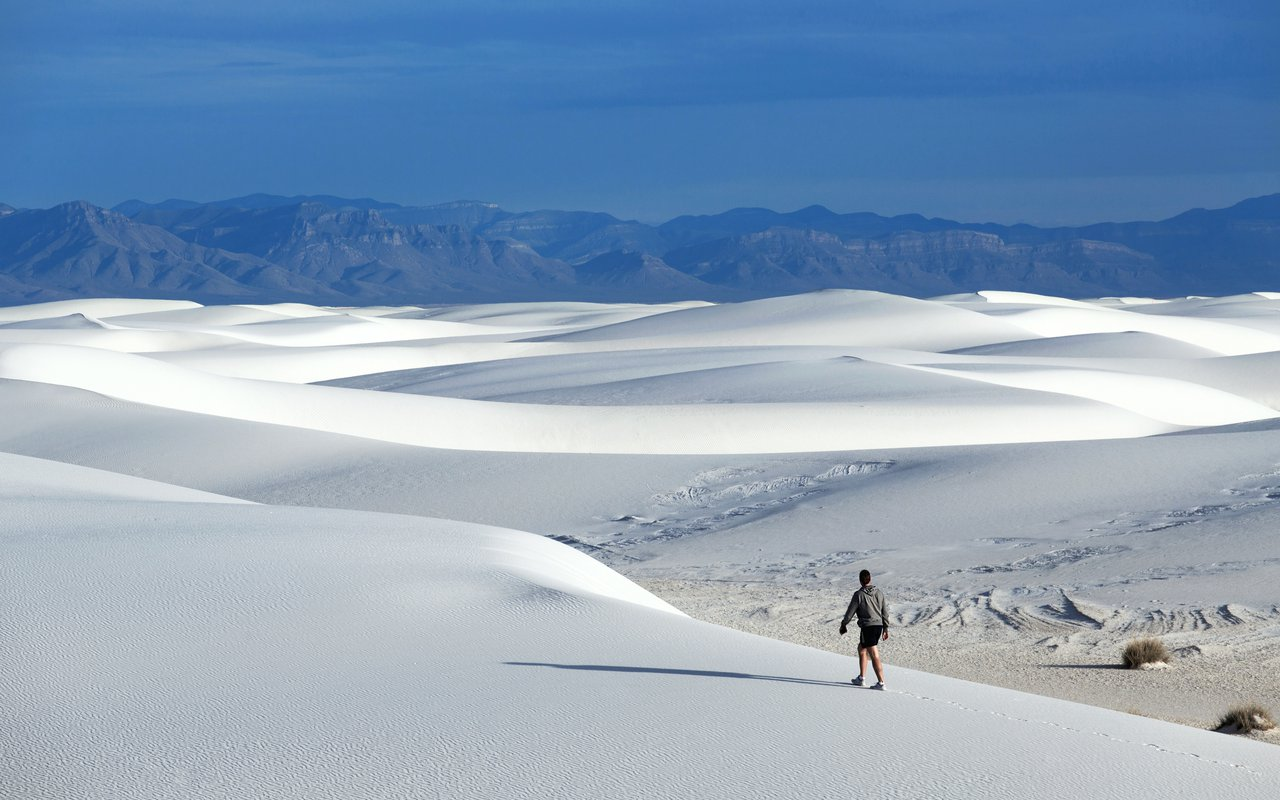 AWAYN IMAGE Explore the White Sands National Monument