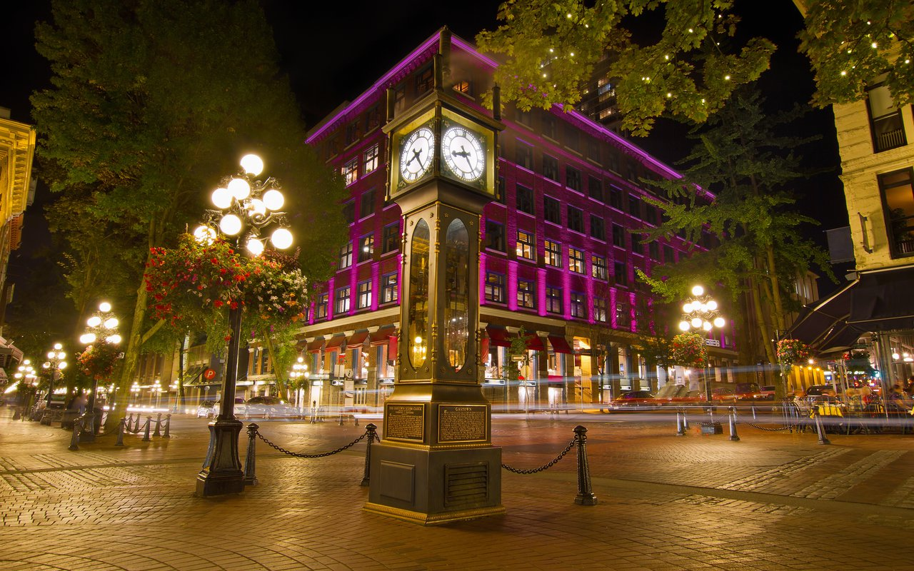 AWAYN IMAGE Get a Night view of Gastown