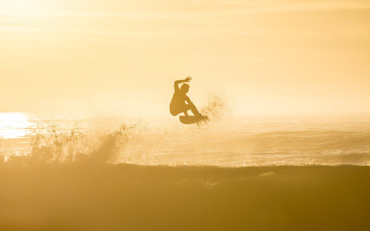AWAYN IMAGE Surfing in Hossegor