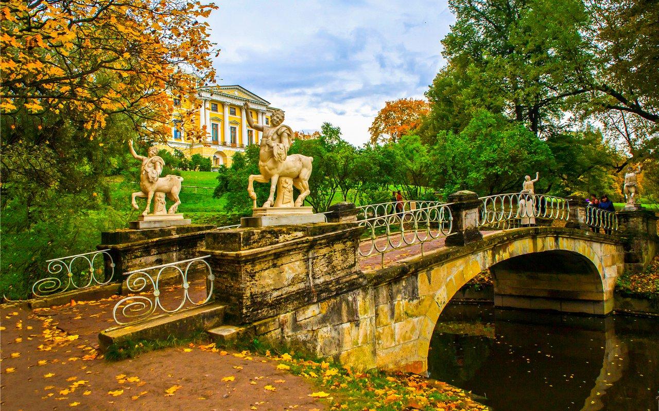 AWAYN IMAGE Picnic at Pavlovsk Park