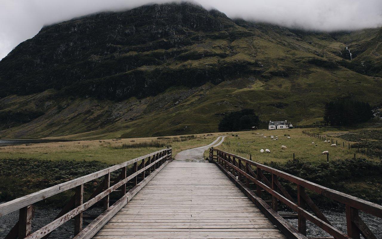 AWAYN IMAGE Hike and Photograph Glenfinnan Viaduct, Glenfinnan