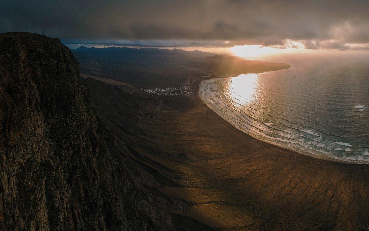AWAYN IMAGE Hike up for a view at Playa de Papagayo