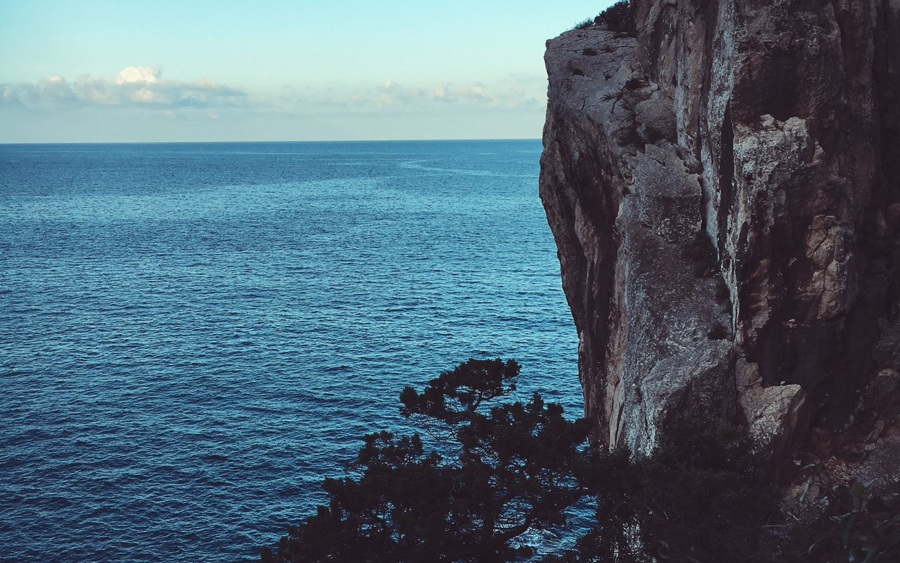 AWAYN IMAGE Hike and Relax Capo Caccia Vertical Cliffs