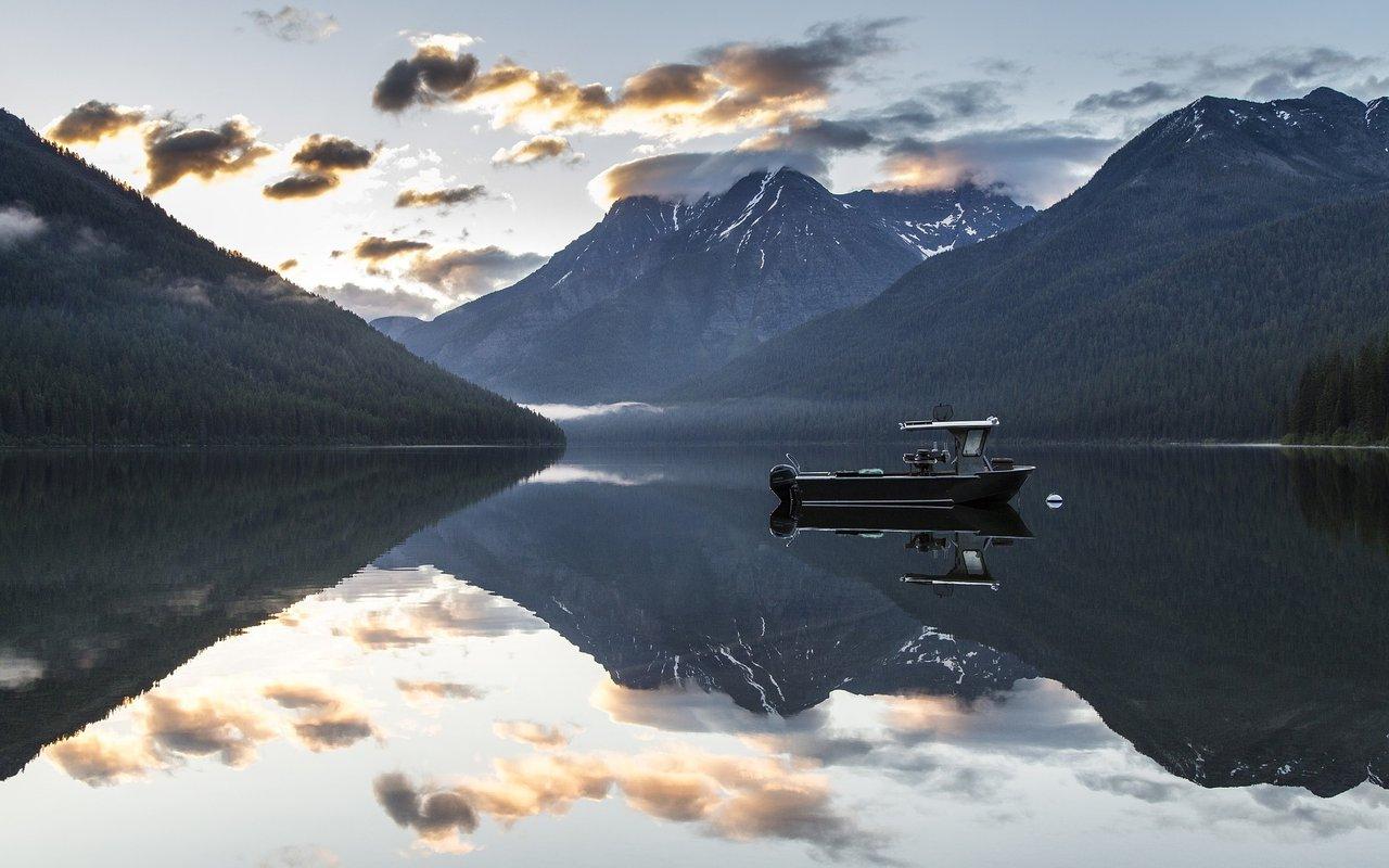 AWAYN IMAGE Lake McDonald Kayak