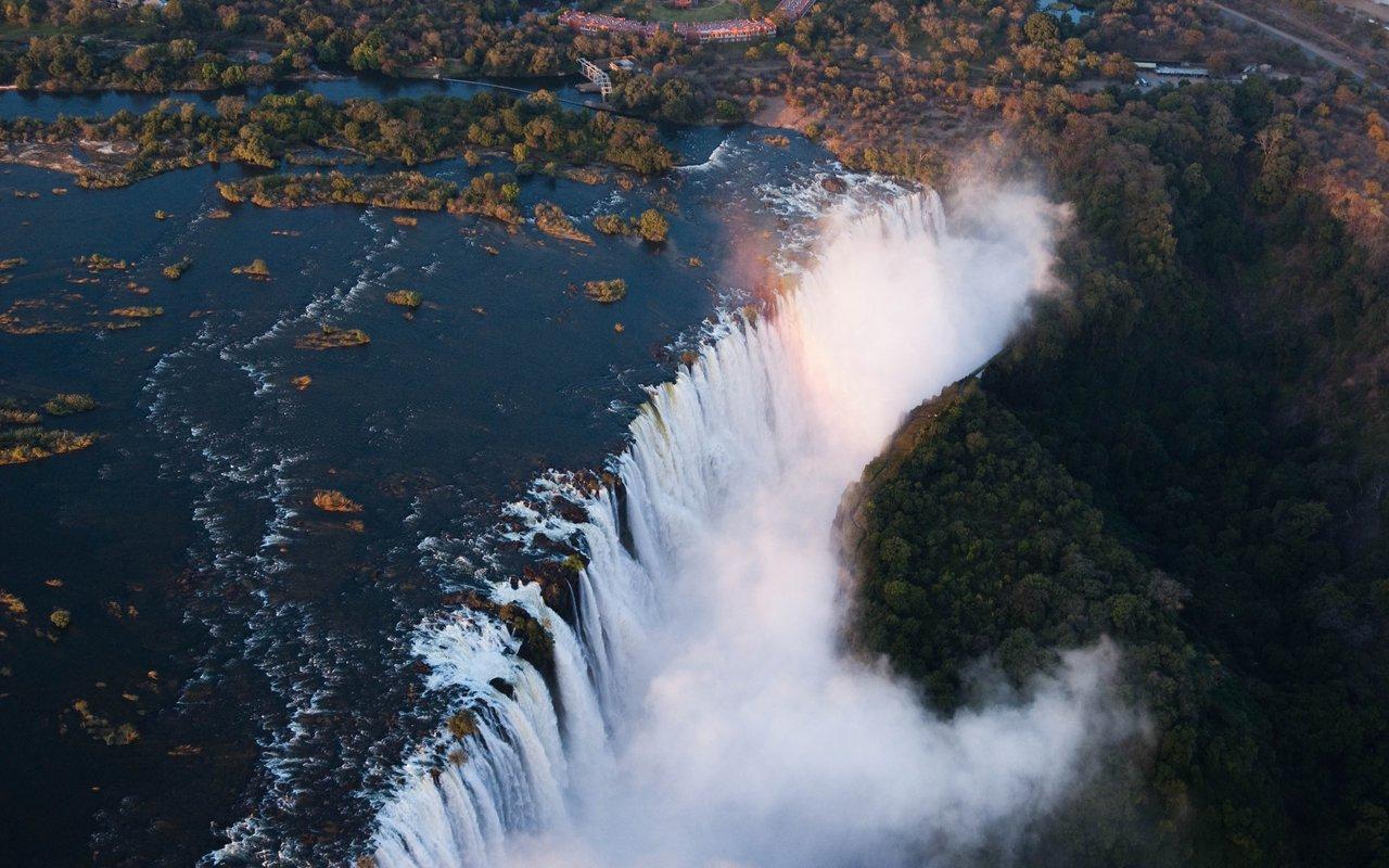AWAYN IMAGE Victoria Falls