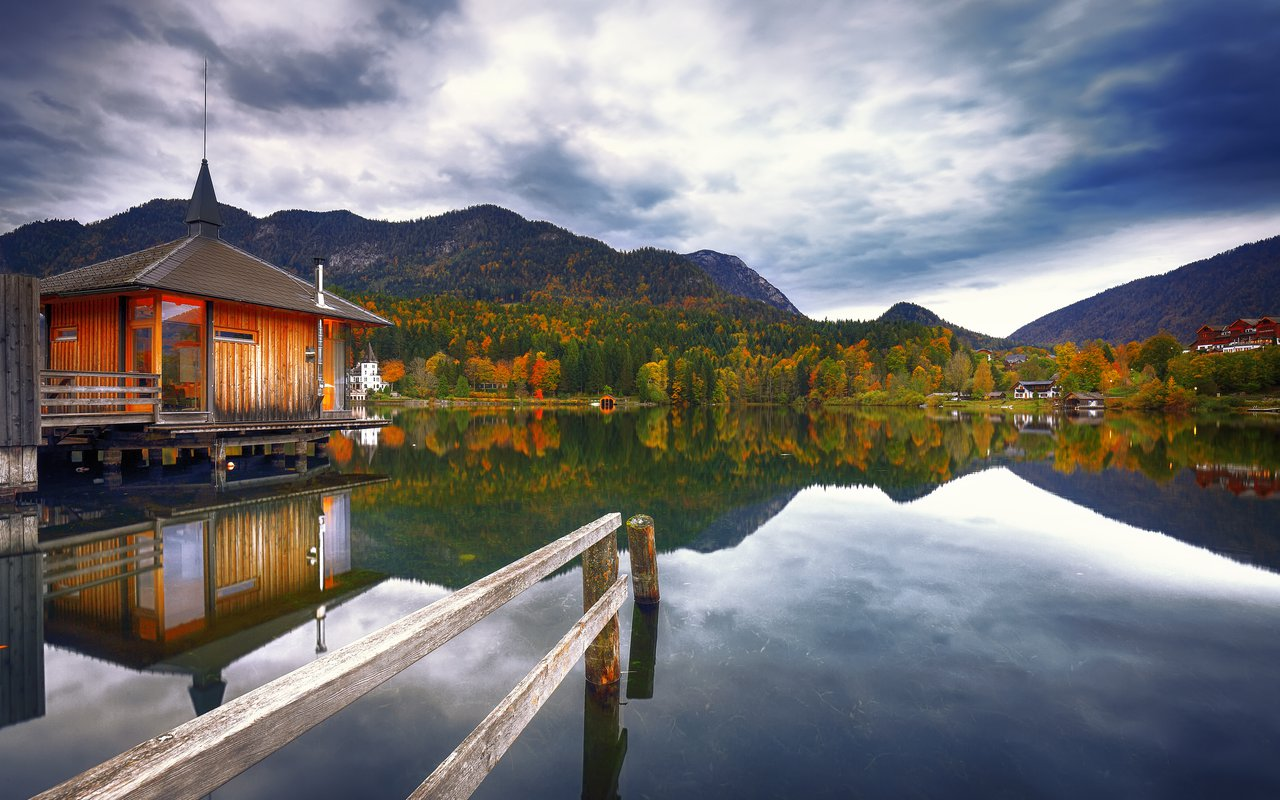 AWAYN IMAGE Lake Grundlsee
