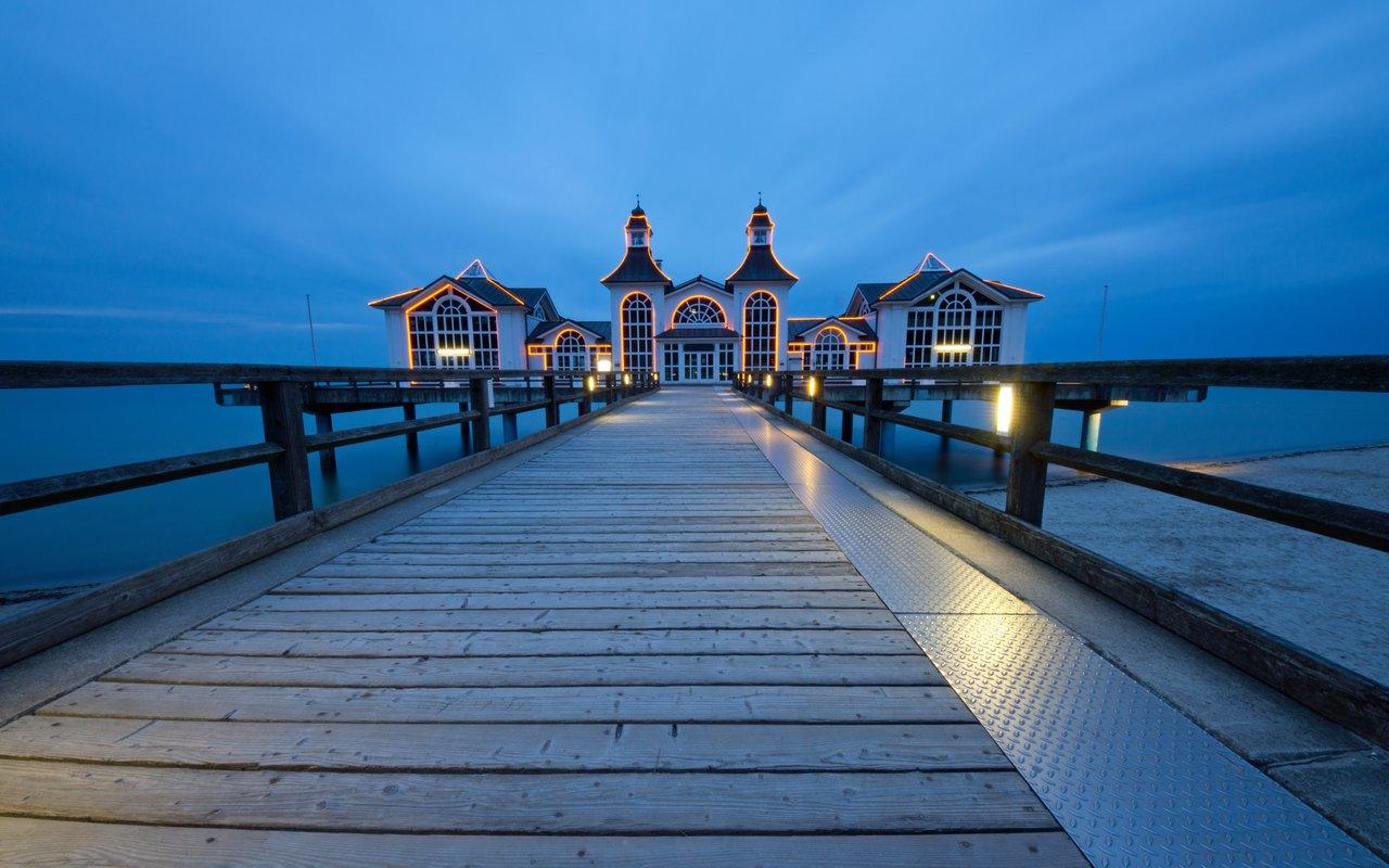 AWAYN IMAGE Pier of Sellin