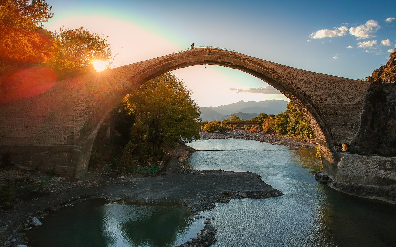AWAYN IMAGE Walk over the Konitsa Bridge