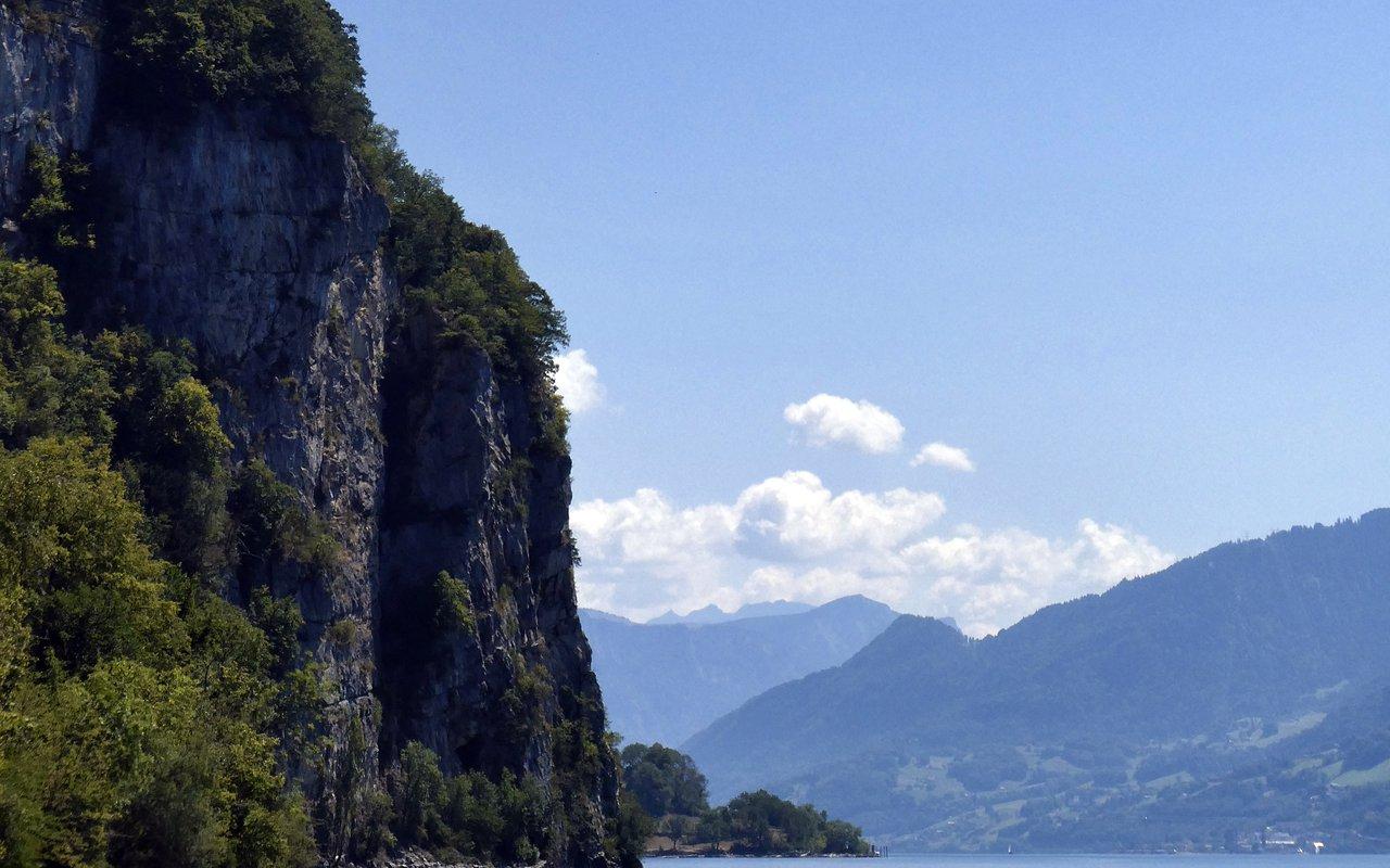 AWAYN IMAGE Lake Walen (Walensee)
