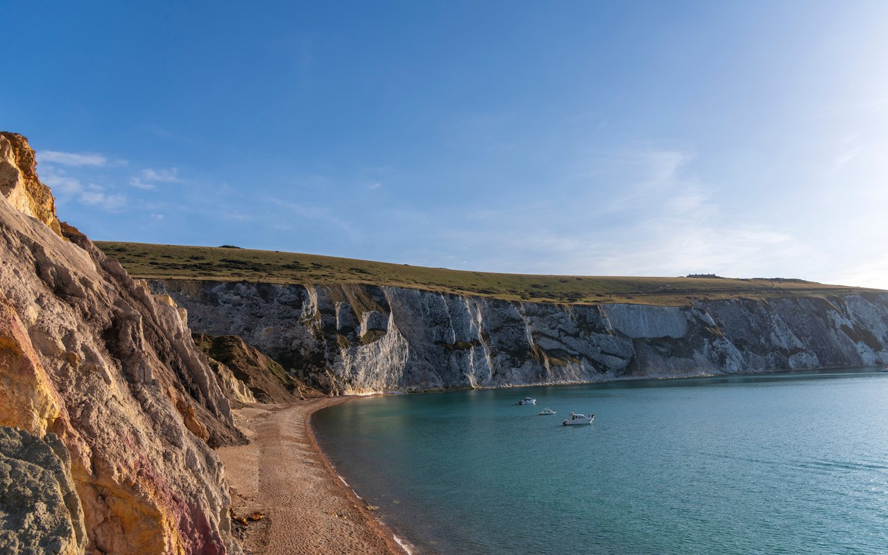AWAYN IMAGE Visit the Alum Bay, Isle of Wight