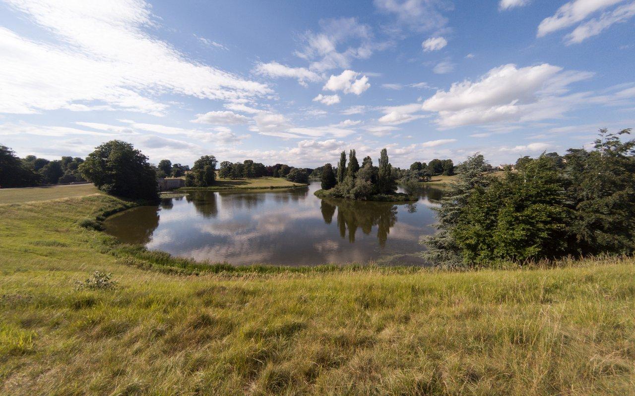 AWAYN IMAGE Visit Blenheim Palace, Oxfordshire