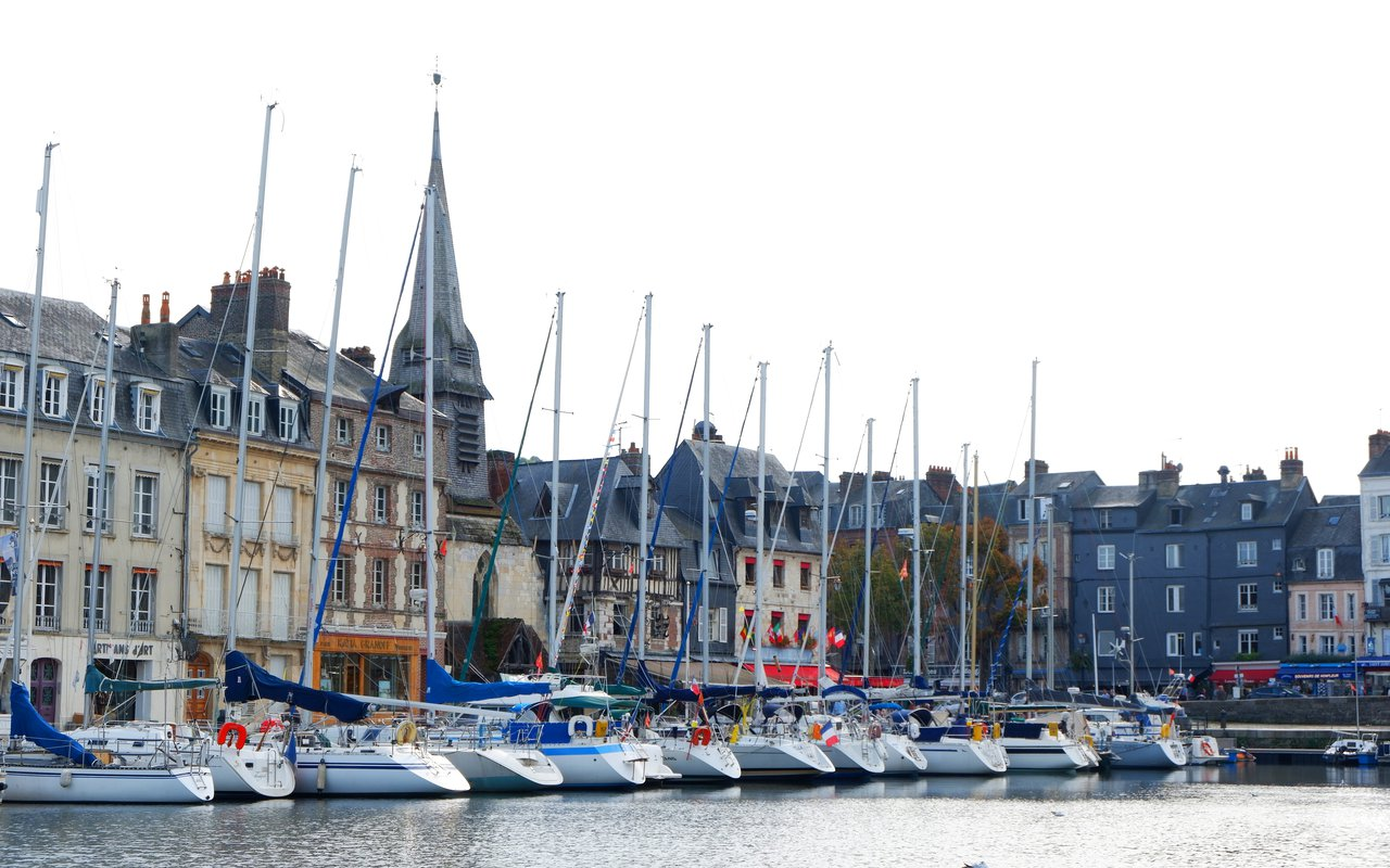 AWAYN IMAGE Wander around the Vieux Bassin Honfleur