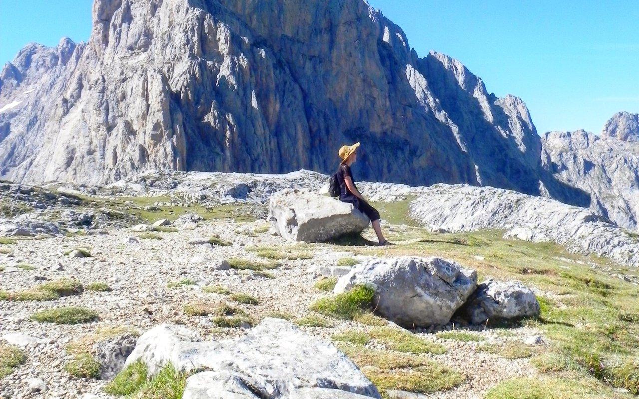 AWAYN IMAGE Hike around Picos de Europa Park