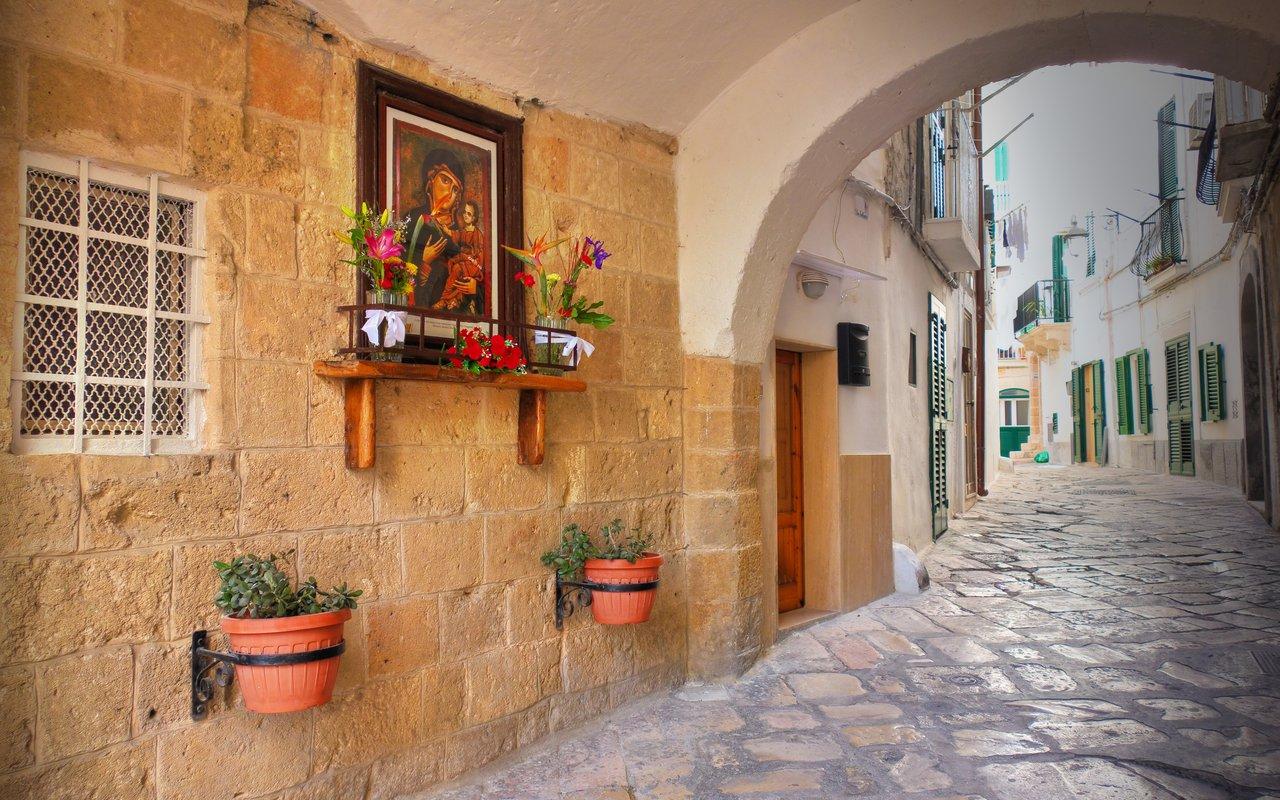 AWAYN IMAGE Walk around the streets of Monopoli Puglia