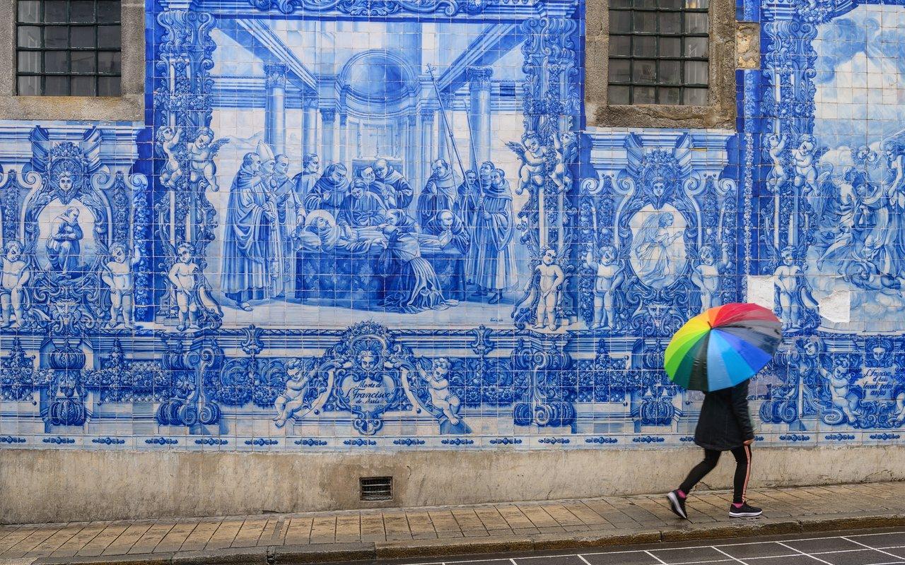 AWAYN IMAGE Chapel of Souls Porto in Vila Nova de Gaia