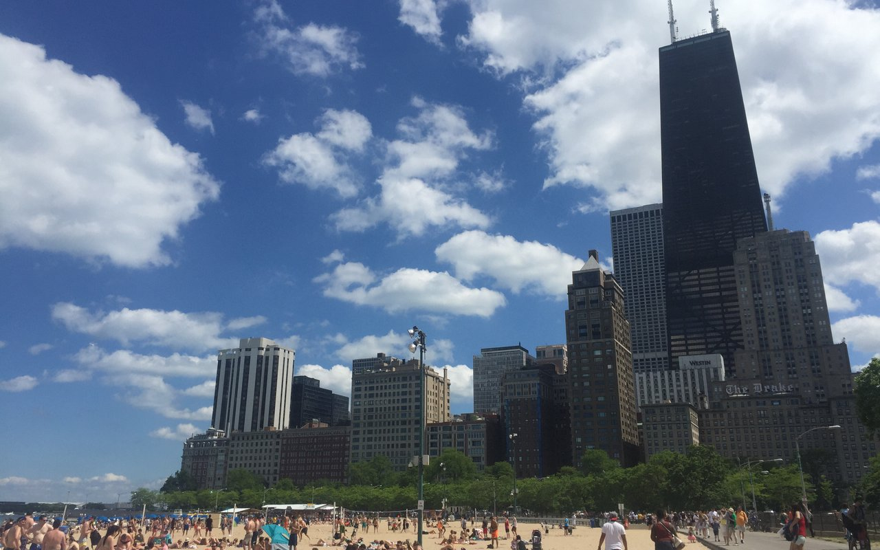 AWAYN IMAGE Swim in Oak Street Beach Chicago