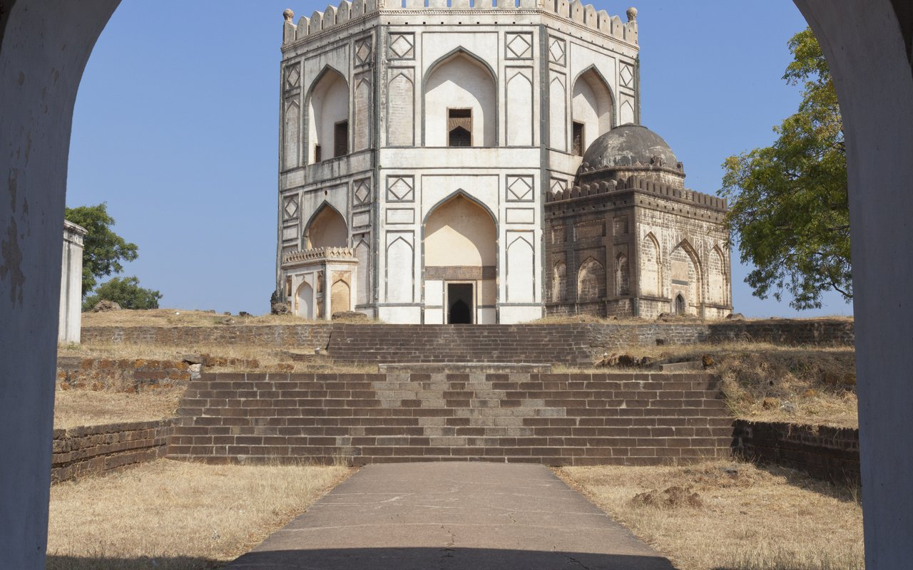 AWAYN IMAGE in the Charm of Dargha Hazrat Nemat Ullah Shah Kirmani Tomb