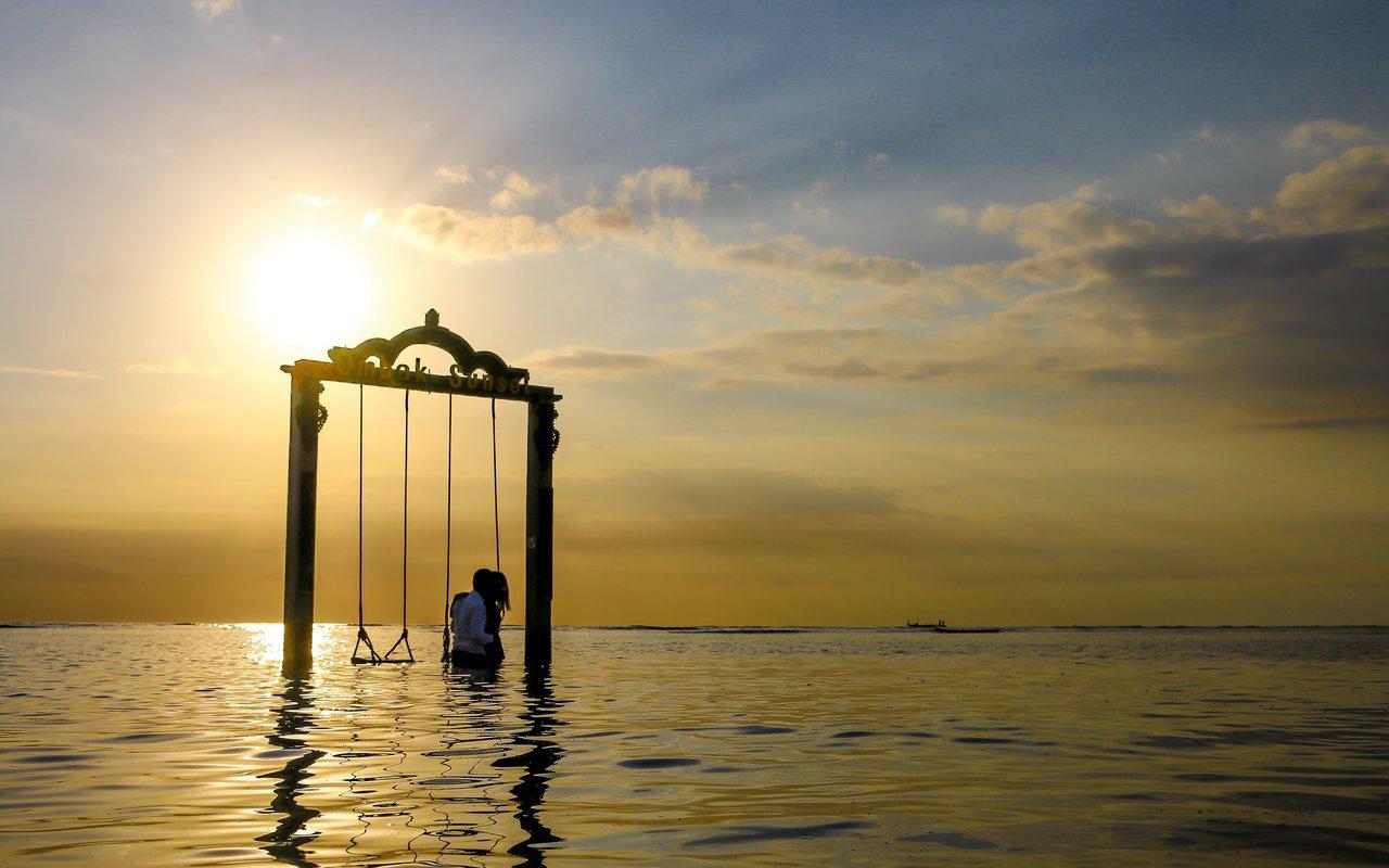 AWAYN IMAGE Explore the Serene Island of Bali  Lombok