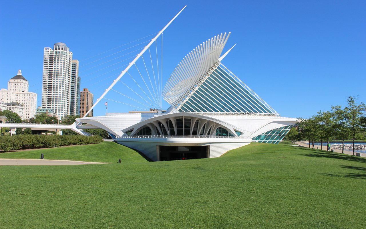 AWAYN IMAGE spend a day at Milwaukee Art Museum