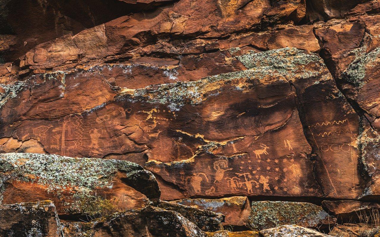 AWAYN IMAGE Hike the Nine mile, Canyon