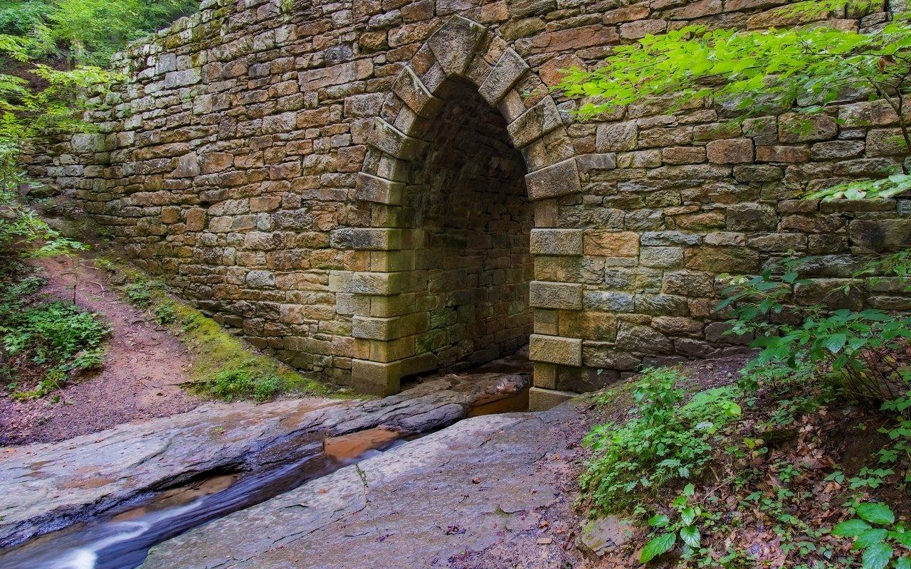 AWAYN IMAGE Hike to Poinsett Bridge