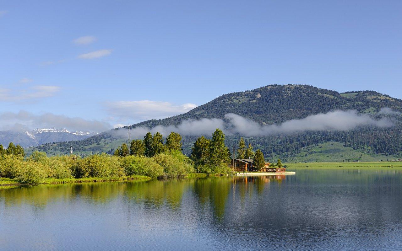 AWAYN IMAGE Hike to Earthquake Lake